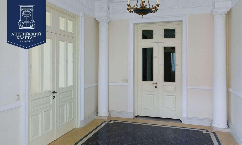 Двери в интерьере частного дома